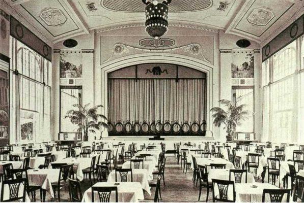 Белый зал ресторана «Яръ» — сейчас зрительный зал театра