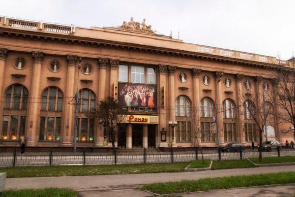 Вид театра в начале 2000-х годов